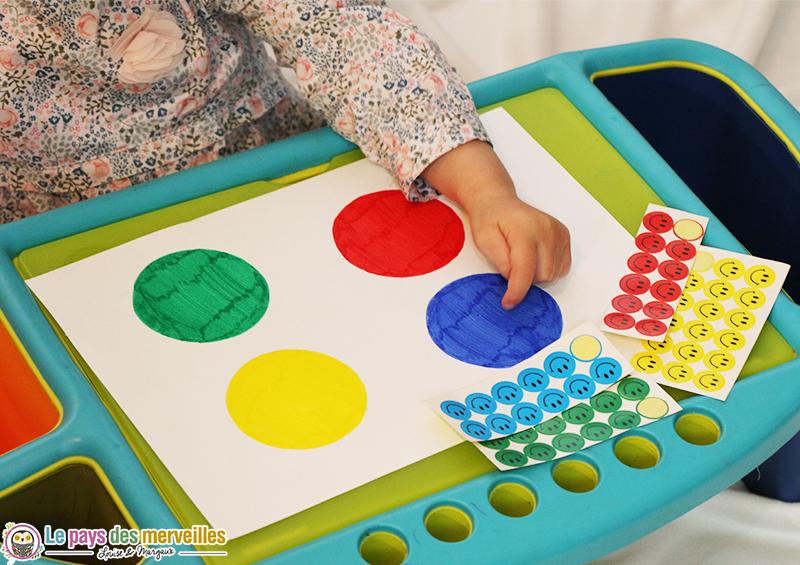 5 Idées D'Activités D'Inspiration Montessori Sur Le Thème intérieur Jeux Apprendre Les Couleurs