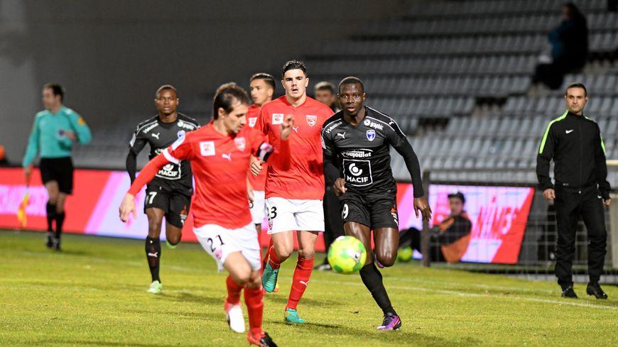 Après Sa Victoire Face À Niort, Le Nîmes Olympique Rêve De encequiconcerne Les Crocos