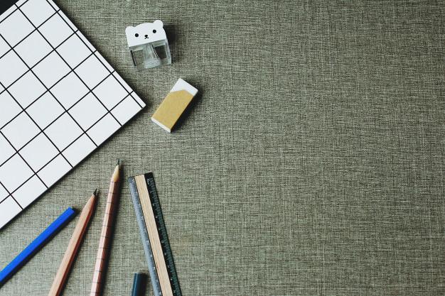 Bureau Avec Cahier, Crayon, Règle Et Gomme Pour Étudiant encequiconcerne Poésie Crayon Gomme Ou Cahier