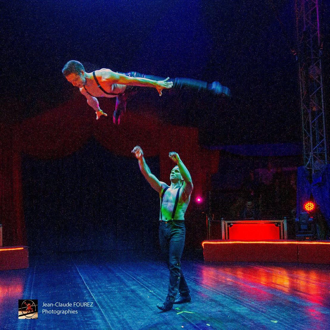 Cirque De Noël - Imagine - Bambini Sur Terre intérieur Venez Venez Dans Mon Cirque