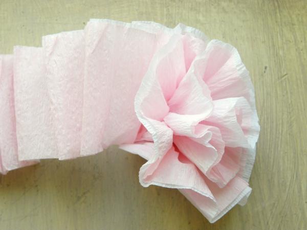 Comment Créer Une Fleur En Papier Crépon - Astuces Et encequiconcerne Comment Faire Une Rose Avec Du Papier