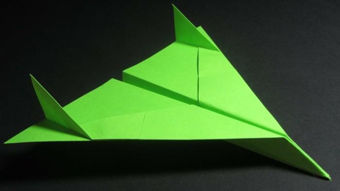 Comment Faire Un Avion En Papier - Astuces Et Modèles Pour tout Comment Fabriquer Un Avion En Papier
