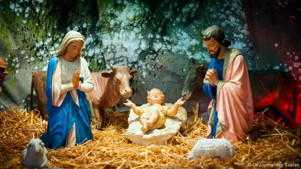 Crèches De Noël : Une « Liturgie » Au Sens Grec | Le Club avec Personnage De La Creche De Noel