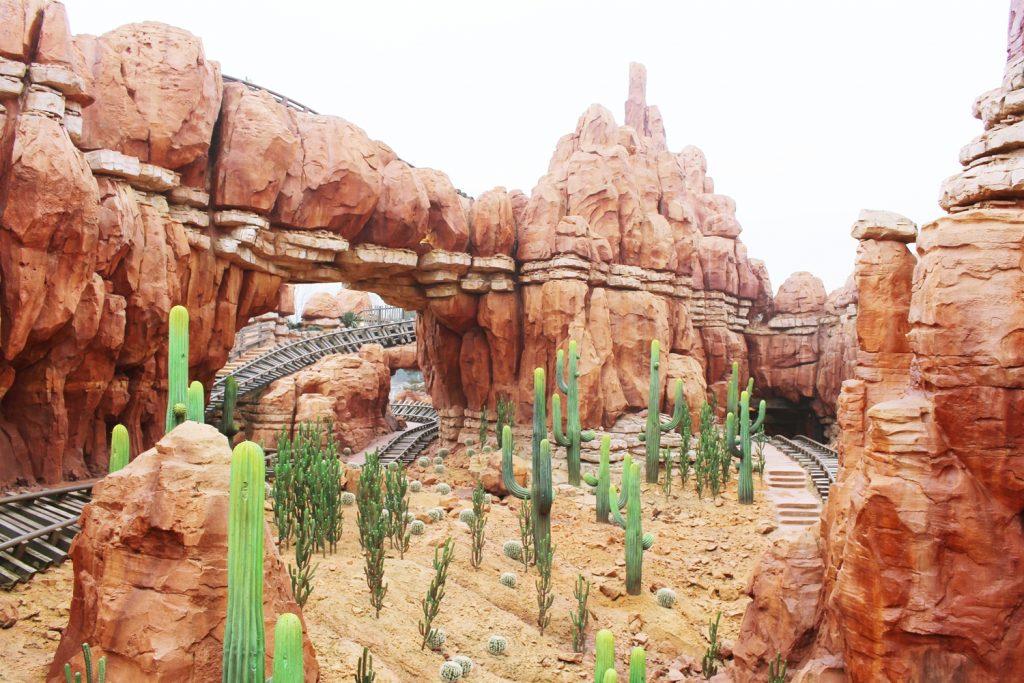 Dans Les Coulisses De Big Thunder Mountain À Disneyland destiné Le Train De La Mine Disneyland Paris