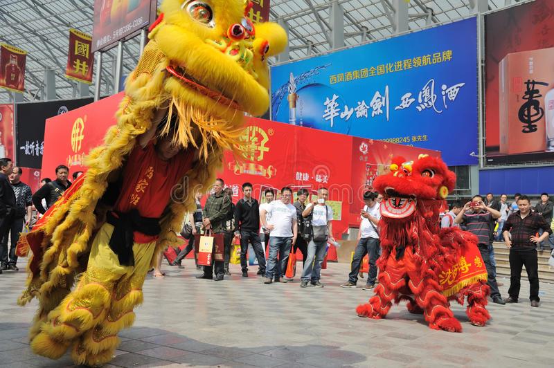 Danse Chinoise De Lion Photo Stock Éditorial. Image Du pour Spectacle Danse Chinoise