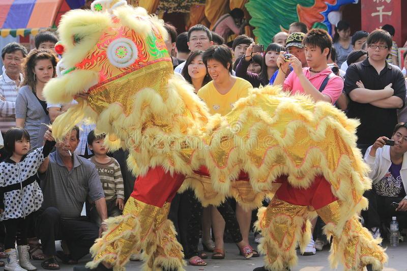 Danse Chinoise De Lion Photographie Éditorial. Image Du encequiconcerne Spectacle Danse Chinoise