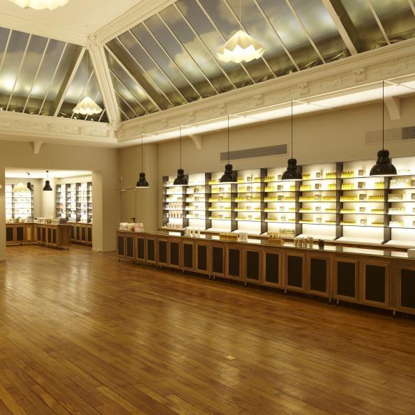 #Ellebeautyspot : Le Nouveau Musée Du Parfum De Fragonard concernant Maple Meubles Anglais