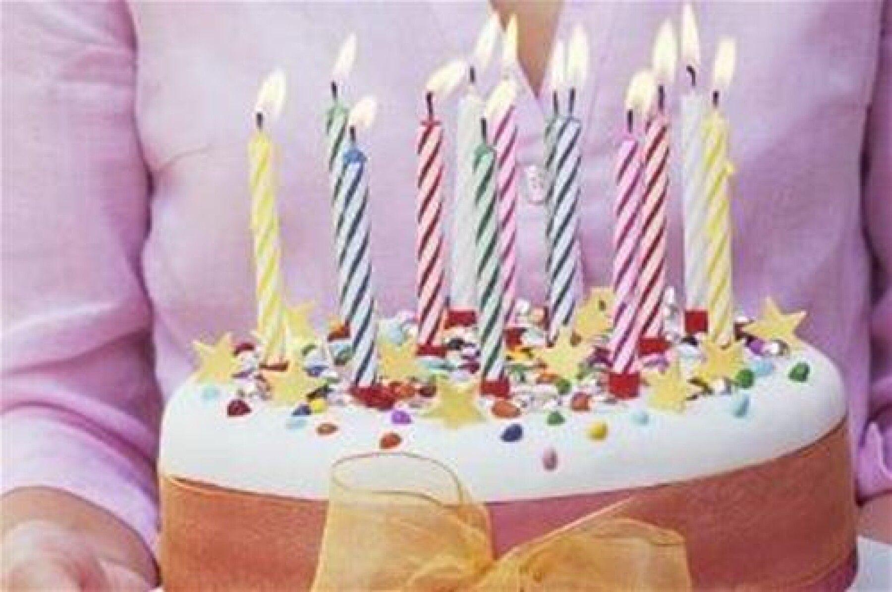 Gâteau D'Anniversaire Avec Bougies à Gateau Anniversaire 3 Bougies