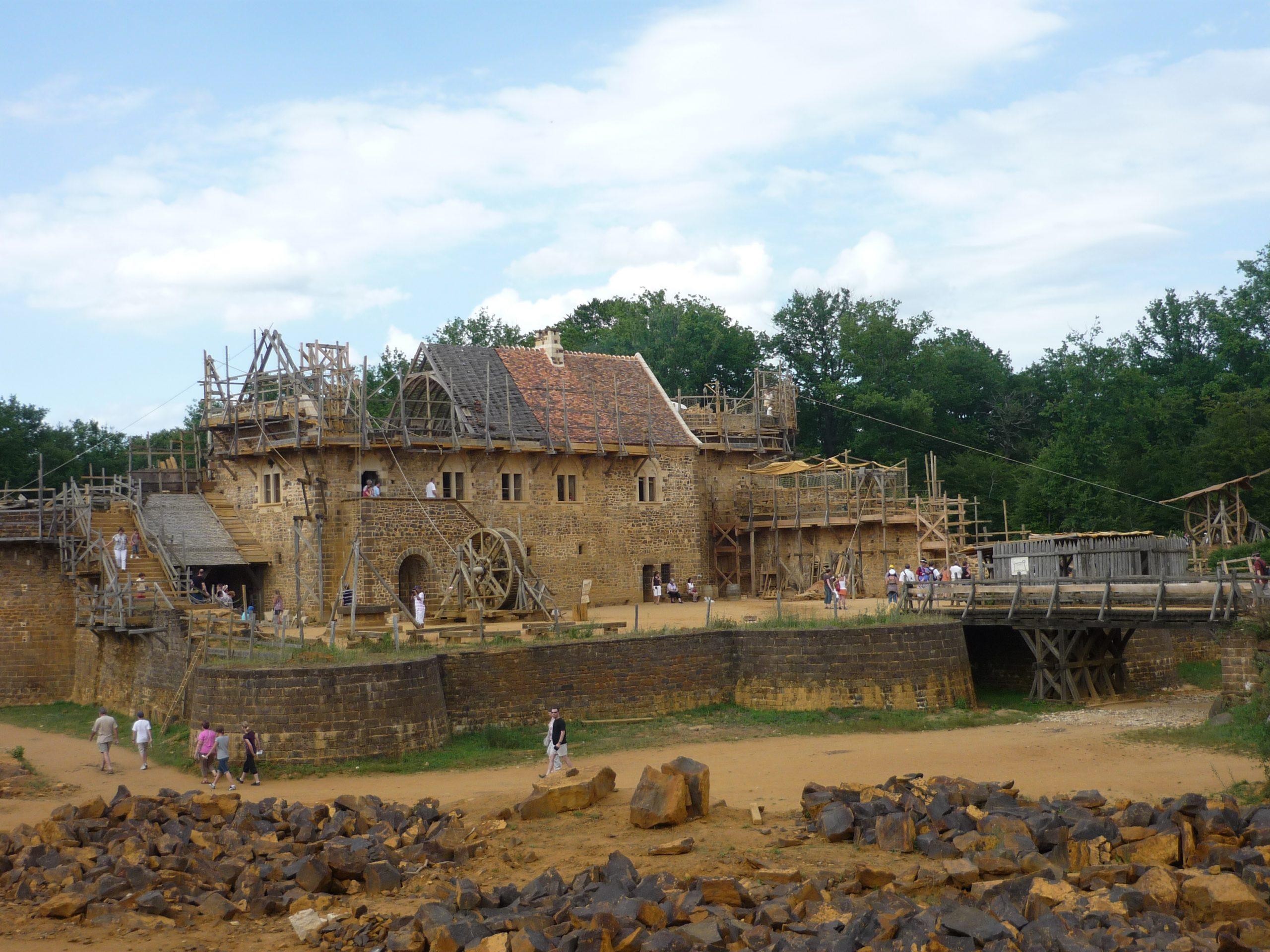 Guédelon : Construction D'Un Château Fort Comme Au Moyen Âge pour Moyen Age Chateau