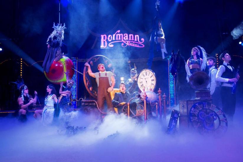 Le Cirque Bormann À Paris Avec Le Spectacle Voyage Dans Le dedans Venez Venez Dans Mon Cirque
