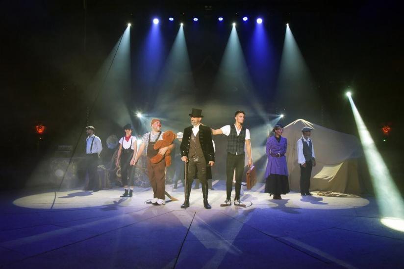 Le Cirque Bormann À Paris Avec Le Spectacle Voyage Dans Le pour Venez Venez Dans Mon Cirque