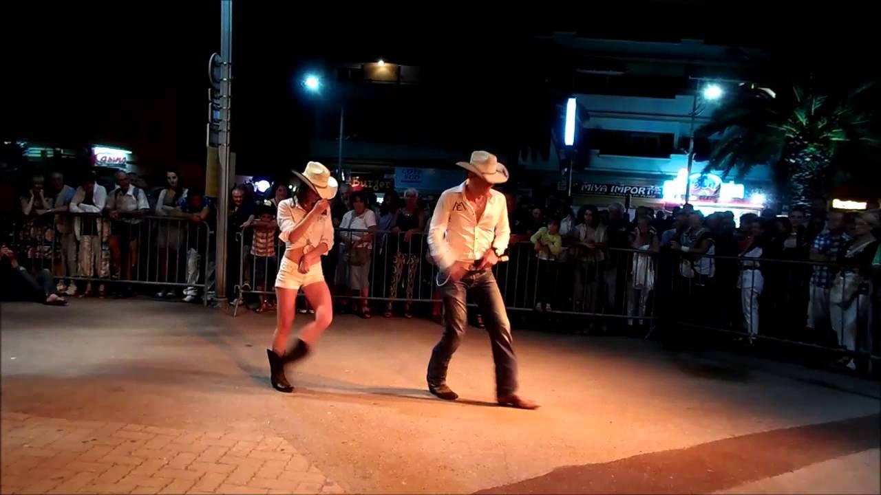 """Le Cowboy """"Erick Marchello"""" Fait Son Show À La Fête De La dedans Cowboy Musique"""