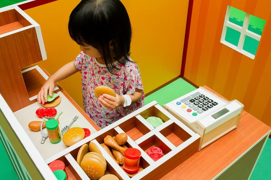 Quels Jeux Symboliques Pour Mon Enfant?   Enfance Positive destiné Jeux Ludique Pour Enfant