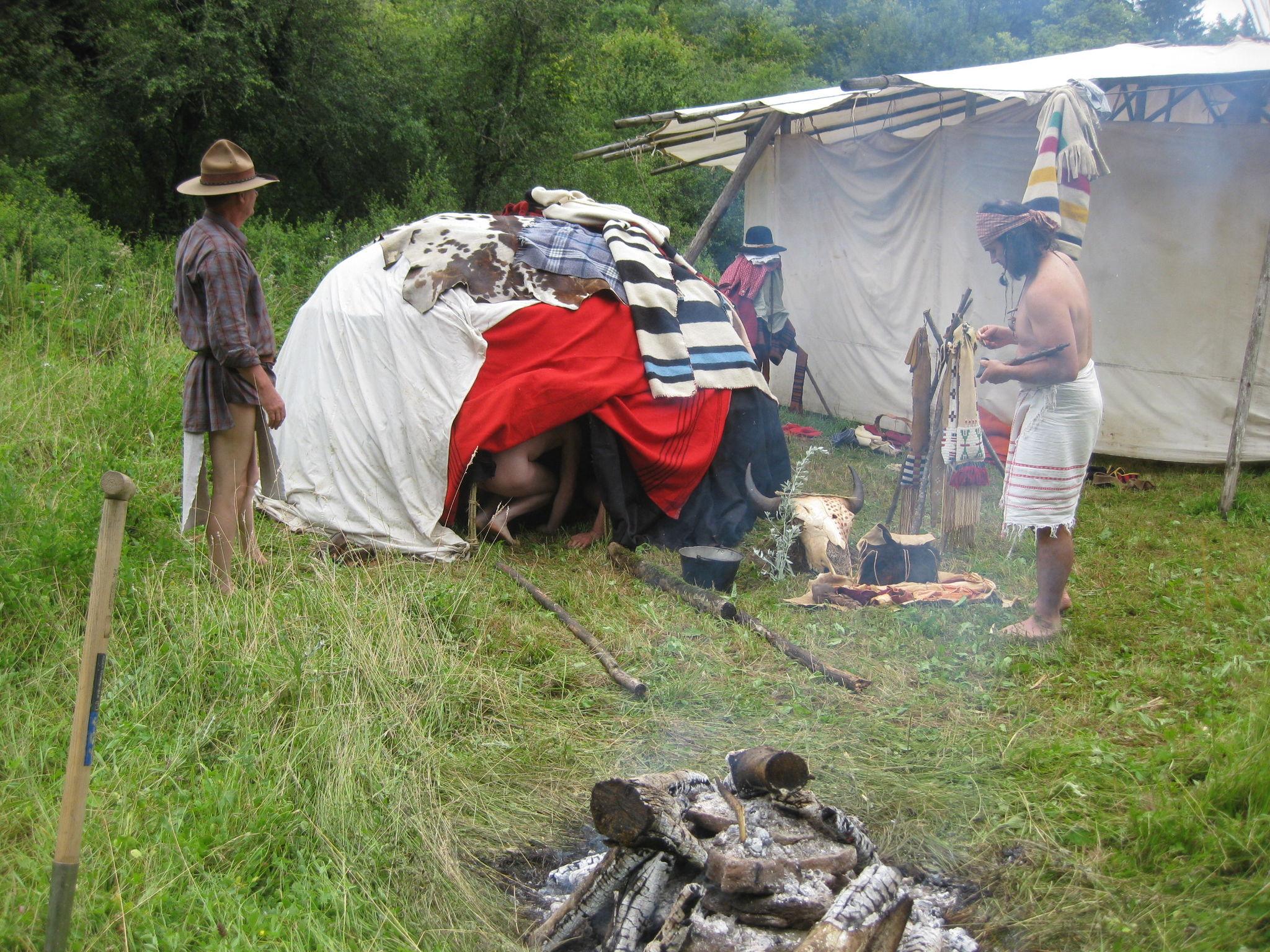 Rendez-Vous 2012 À Xammes : Des Indianistes Les Pieds Dans intérieur Danse Du Bison