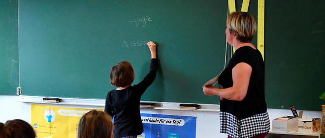 Rhône : Contrariée, Une Mère Met Un Coup De Tête À La pour Maitresse Ecole Maternelle