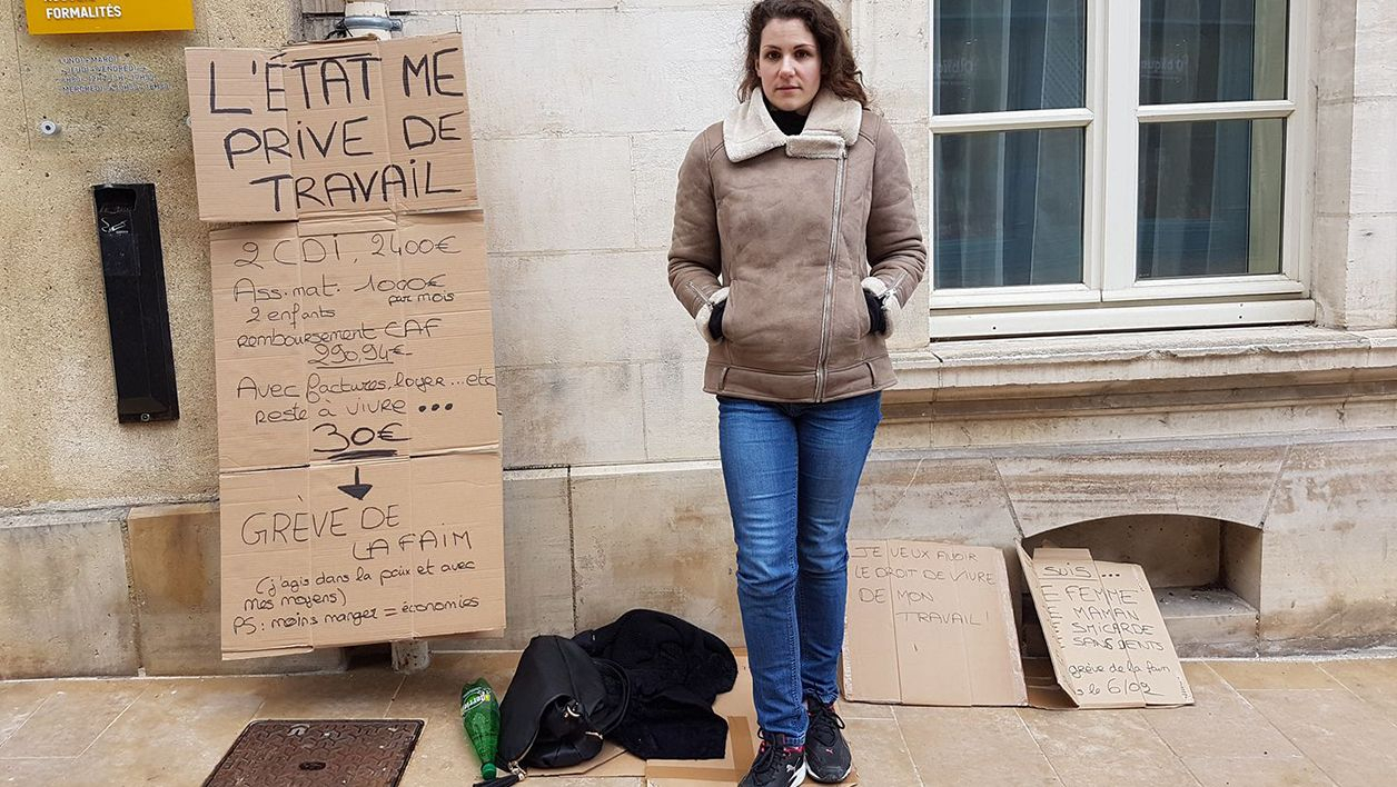 Travailleuse Pauvre : Elle Gagne Trop Pour Toucher Les concernant On Peut Le Voir Mais Pas Le Toucher