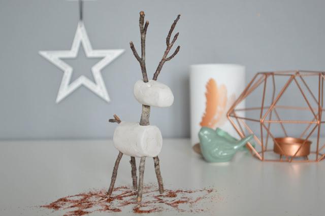 Un Renne En Branchages Et Pâte A Modeler {Déco De Noël avec Fabriquer Un Renne De Noel Exterieur